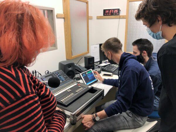 Les ateliers radio: deux semaines pour apprendre les ficelles du métier